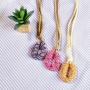 ネッティングチューブを馬蹄形に結んだ革紐ロングネックレス
