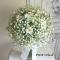 かすみ草と白い花のクラッチブーケ